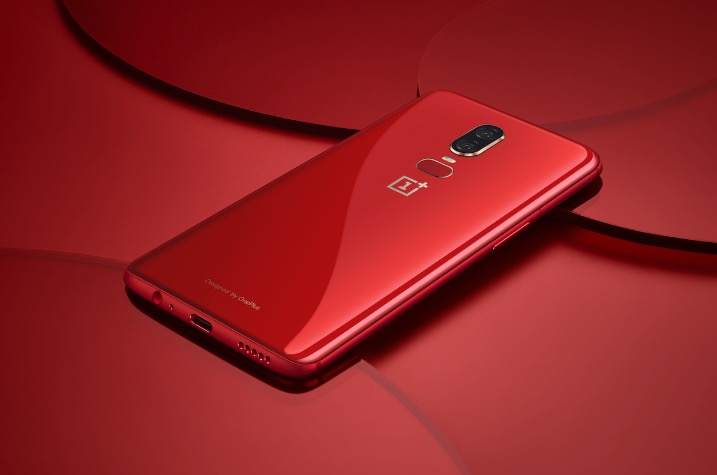 Red OnePlus 6 / Photo: OnePlus